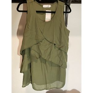 Latched mama NWT green short sleeve ruffle shirt